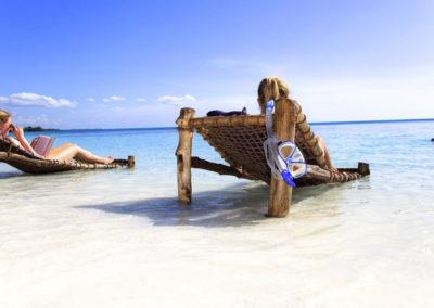 4-HAKUNA-MAJIWE-LODGE-HONEYMOON-beach-chair-chill-family