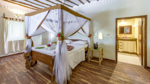 4-HAKUNA-MAJIWE-LODGE-HONEYMOON-room-accomodation