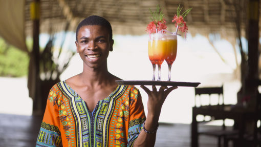 4-HAKUNA-MAJIWE-LODGE-HONEYMOON-welcome-drinks-cocktail