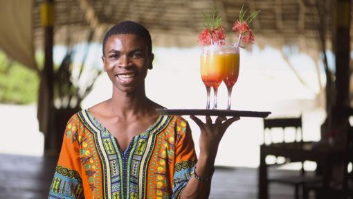 4-HAKUNA-MAJIWE-LODGE-HONEYMOON-welcome-drinks-cocktail