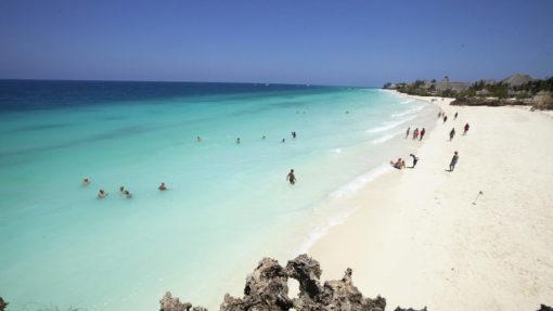 GOLD-ZANZIBAR-BEACH-HOTEL-&-SPA-swimming-beach-family