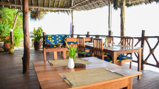 panga-chumvi-dinning-ocean-table